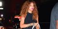 Tak Pakai Bra, Payudara Rihanna Nyaris Terekspos di New York