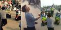 2 Polantas Berlutut Sebab Ibu Pengemudi Mabuk Mohon Maaf