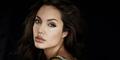 Angelina Jolie-Chelsea Marr Bagai Pinang Dibelah Dua