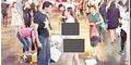 Pacar Tolak Belikan iPhone, Cewek Tiongkok Bugil di Jalanan