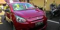 Pacaran Pakai Mobil Rental, ABG Tabrak Polisi Dipukuli Warga