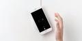 Tak Punya Pengisian Nirkabel, Samsung Sindir iPhone 6s