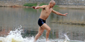 Video Biksu Shaolin Pecahkan Rekor Dunia Lari di Atas Air