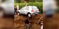 Video Pria Tiongkok Dikubur Bareng Mobil Kesayangan