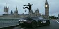 Wow! Freestyler Bola Beraksi di Atas Buggati Veyron