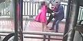 Aksi Heroik Sopir Bus Gagalkan Wanita Bunuh Diri di Jembatan