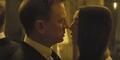James Bond Beradegan Ranjang dengan 2 Wanita di Video Baru Spectre