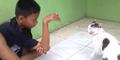 Kocak, Bocah Pakai Jurus Ular Lari Terbirit-birit Dikejar Kucing