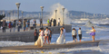 Nekat, Foto Pre-Wedding di Tengah Badai Topan