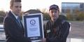 Alastair Moffatt Cetak Rekor Dunia Parkir Paralel Mundur