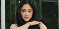 Dewi Perssik Tiruskan Pipi dengan Biaya Rp 50 Juta