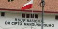 Heboh! RSCM Pasang Bendera Merah-Putih Terbalik