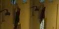 Mendebarkan, Wanita Bergantung di Jendela Gedung Saat Teror Paris
