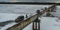 Ngeri, Jembatan Tanpa Penghalang Ini Cuma Muat Satu Mobil