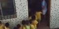 Video Guru TK Sadis Pukuli Murid Pakai Tongkat