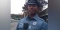 Video Polisi Belikan Sepatu Tunawisma Banjir Pujian