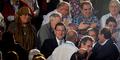 Asyik Blusukan, Wajah PM Spanyol Ditoyor Pemuda
