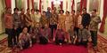Foto Jokowi Ngakak Bareng Para Pelawak di Istana Negara