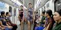 Mahasiswa China Gelar Fashion Show Di Kereta Bawah Tanah