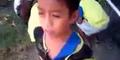 Mengagumkan, Seorang Bocah Nyanyikan Lagu Flashlight Dengan Merdu