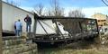 Salah Perhitungan, Jembatan Kuno Ambles Dilewati Truk 30 Ton