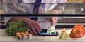 Tangguh, Asus Zenfone 2 Laser & Selfie Dijadikan Telenan