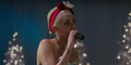Video Miley Cyrus Merdu & Seksi Bawakan Lagu Natal 'Silent Night'