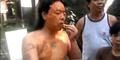 Ngeri, Pria Bali Ini Makan Cabai 3 Kg Lalu Usapkan ke Wajah