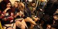 Ribuan Wanita Rayakan Hari Naik Kereta Tanpa Celana
