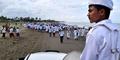 Teriak 'Allahu Akbar', FPI Usir Warga Tamasya di Pantai