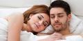 5 Keuntungan Tidur Telanjang Dengan Pasangan