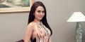 Anggita Sari Pamer Foto Topless Seksi Sambil Cium Bunga