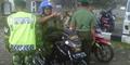 Ogah Ditilang, Personel TNI Ajak Ribut Polisi