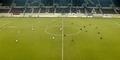 Tim Sepakbola Yunani Malah Duduk Usai Wasit Tiup Peluit Kick Off
