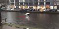 Video: 4 Pria Selamatkan Ibu & Anaknya Terjebak di Mobil Tenggelam