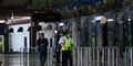 Cewek Stres Ludahi Polisi & Todongkan Senjata di Bandara Soetta
