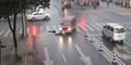 Detik-detik Wanita Tertabrak dan Terlindas Mobil di Tiongkok