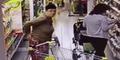 Perempuan Rusia ini Terekam Kencing di Lorong Supermarket