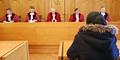 Tak Tega, Hakim Beri Uang Pelajar Pencuri Usai Sidang