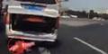 Video Bocah 2 Tahun Jatuh Dari Bagasi Mobil
