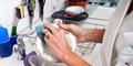 3 Cara Hilangkan Bau Makanan Pada Wadah Plastik
