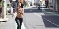 Foto Andien Pamer Perut Seksi Saat Jogging di Jepang
