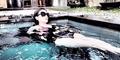 Foto Hot Kiki Amalia Pamer Punggung Seksi Pakai Bikini