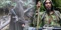 Foto Istri Santoso Gendong Senjata Laras Panjang di Hutan