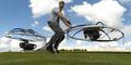Keren, Pria Ini Bikin Hoverboard Jumbo Mirip Motor Terbang