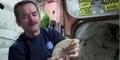 Astronot Chris Hadfield Tunjukan Cara Bikin Sandwich di Antariksa