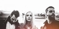 Beri Kejutan, Paramore Bawakan Lagu The Cure 'In Between Days'