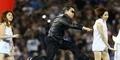 Psy dan 60 Cheerleaders Panaskan Pertandingan NFL dengan Gangnam Style