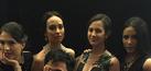 Foto Pevita Pearce Pamer Belahan Dada Seksi di Catwalk