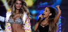 Penampilan Seksi Ariana Grande di Catwalk Victoria's Secret